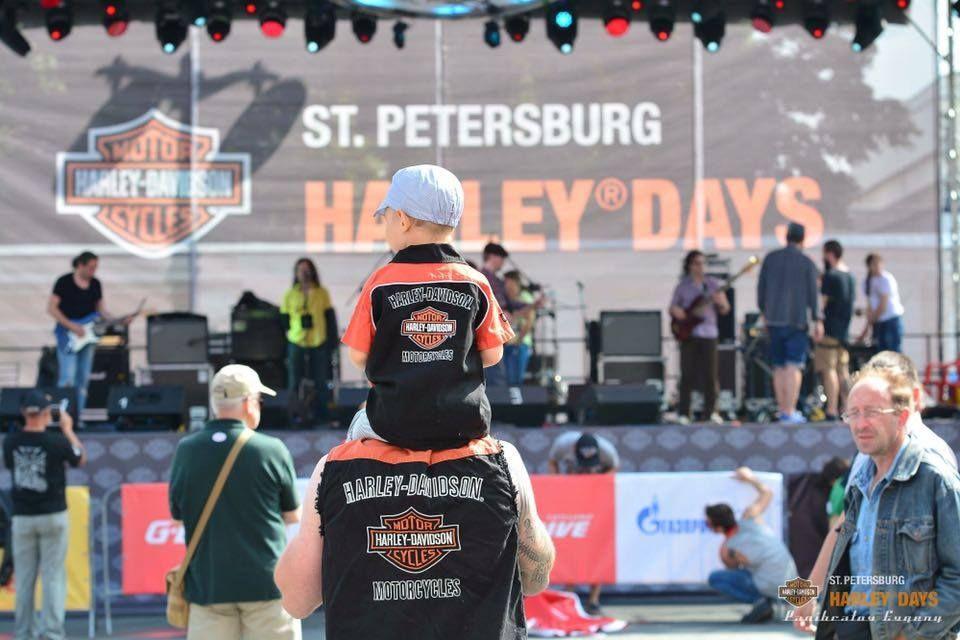 """Российский мотофестиваль St.Petersburg Harley® Days  – самое масштабное культурное мотособытие в стране, которое ежегодно проходит при поддержке Правительства Санкт-Петербурга, Harley-Davidson Россия и СНГ, Всемирного клуба Harley Owners Group.<br />В 2015 году в фестивале приняло участие 87 000 человек, мероприятие собрало гостей из 20 стран, в Торжественном Параде проехало 2470 мотоциклистов.<br /> В октябре 2015 г. фестиваль вышел в финал Национальной премии «Russian Event Awards» среди 600 проектов, заняв  2-ое место в номинации """"Лучшее событие в области популяризации событийного туризма"""", а также вошел в пятерку лучших мероприятий России по оценкам зрительских и судейских симпатий.<br />В сентябре 2015г.  фестиваль St.Petersburg Harley® Days получил диплом победителя «Russian Event Awards» в Северо-Западном федеральном округе.<br />Фестиваль также отмечен сертификатом признательности Harley Davidson. Руководство компании отметило высокопрофессиональную работу организаторов St.Petersburg Harley® Days, подтверждающую международный статус фестиваля. Одновременно с этим Фестиваль получил почетную грамоту «За достижение выдающихся результатов 2014г» от Санкт-Петербургского отделения Американской Торговой палаты в России."""